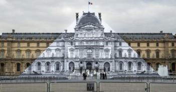 Инсталляция в Лувре