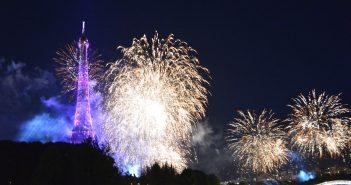 Фейерверк на праздновании Дня взятия Бастилии 2018