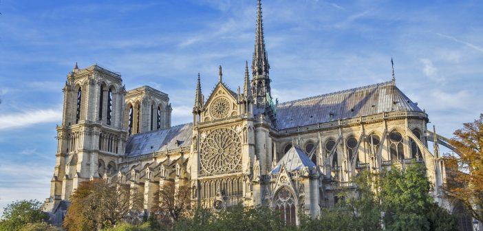 В Париже горит Нотр-Дам де Пари