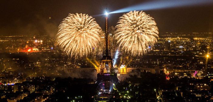 Фейерверк на праздновании Дня взятия Бастилии 2019